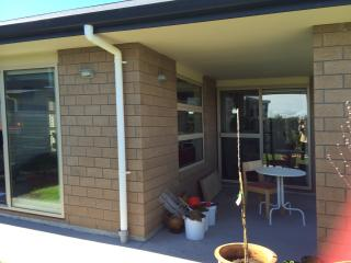 SHARED HOUSE WITH SINGLE LIKE HOME - Papamoa vacation rentals
