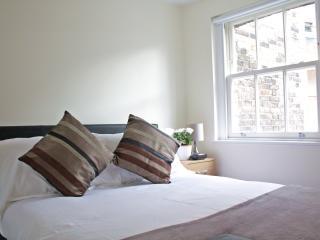 Urban Stay Beautiful & Modern City Flat AL1-4 - London vacation rentals