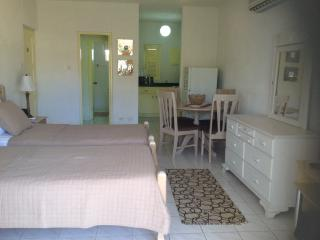 Studio 110 Great Value for money !!! Book now - Rockley vacation rentals