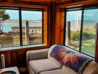 Cozy cabin with beautiful Bay view! - Netarts vacation rentals