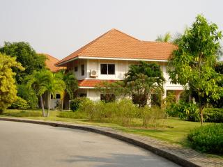 Nice House with Internet Access and Long Term Rentals Allowed - Ban Chang vacation rentals