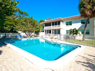 Comfortable 2 bedroom Apartment in Holmes Beach - Holmes Beach vacation rentals