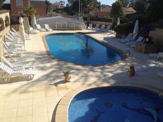 11 gîtes mitoyen avec piscine couvert - Vias vacation rentals