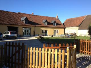 Datcha Bourguignonne MACONGE (appartement) - Maconge vacation rentals