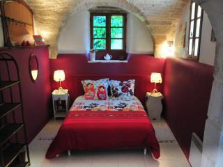 2 bedroom Gite with Internet Access in Saint-Drezery - Saint-Drezery vacation rentals