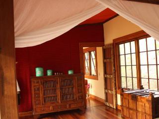 CHARMING & PRIVATE CABIN - MIUZE RETREAT - Mudgeeraba vacation rentals