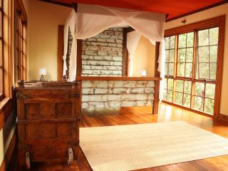 CHARMING & PRIVATE CABIN - MIUZE RETREAT - Mudgeeraba vacation rentals