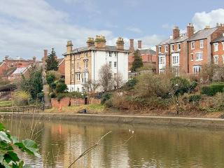 RIVERSIDE APARTMENT romantic ground floor apartment, WiFi, in Shrewsbury, Ref 919692 - Shrewsbury vacation rentals