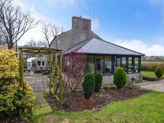 BRAESIDE, semi-detached, woodburner, open fire, WiFi, garden, in Bentham, Ref 919305 - North Yorkshire vacation rentals