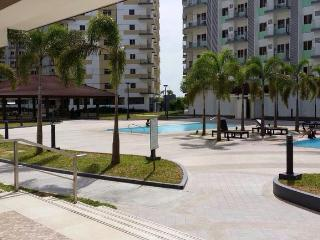 1 BR Condo near the airport with free Wifi/cableTV - Paranaque vacation rentals