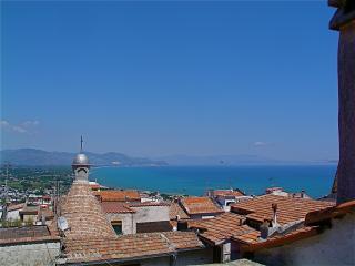 appartamento casa del 1350, adatto x vacanze mare - San Felice vacation rentals