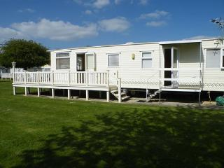 2 bedroom Caravan/mobile home with Deck in South Cerney - South Cerney vacation rentals