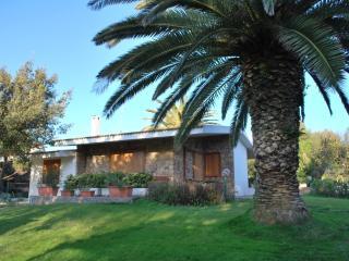 Villa Ortensia in residence con piscina - Santa Teresa di Gallura vacation rentals