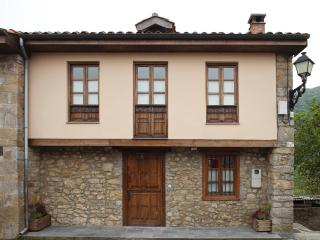 Nice Gite with Hot Tub and Television - Asturias vacation rentals