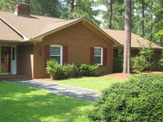 4 Bedroom, 4 Bath house, 8 beds, pool table, 1/2 mile from Pinehurst resort - Pinehurst vacation rentals