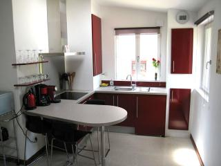 Newly built Guestouse in Auxerre Center - Auxerre vacation rentals