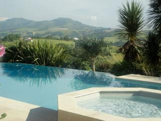 Basque Country stunning infinity pool and views - Souraide vacation rentals