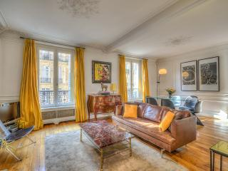 Charming Luxury Apt. in the 6th w/ FREE NIGHT! - Issy-les-Moulineaux vacation rentals
