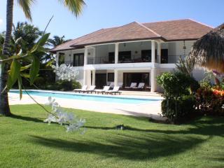 LUXURY VILLA ON THE BEACH MINITAS - La Romana vacation rentals