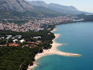 APARTMENTS WITH PRIVATE GARDEN FOR 4+3 CHILD - Makarska vacation rentals