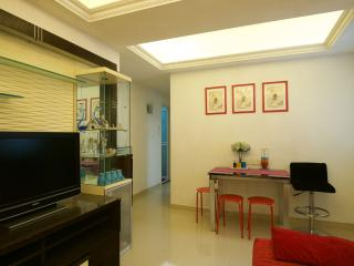 Comfty 2Bdr 4-6 ppl 1 Min to MTR - Hong Kong vacation rentals