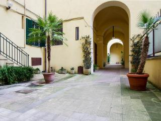"""COLOSSEO"" apartment in Rome - 100m2, free Wifi - Rome vacation rentals"