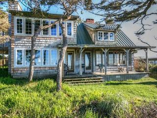 Dowd House--R258    Waldport Oregon High bank vacation rental - Waldport vacation rentals