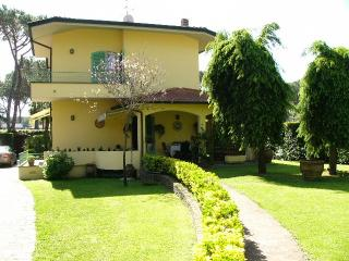 Villa Cesare beach+playground at walking distance - Forte Dei Marmi vacation rentals