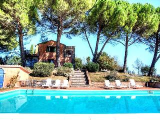 Secluded villa with private pool in Umbria (90kms from Rome). 5 bedrooms. - Sambucetole vacation rentals