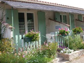 1 bedroom Gite with Internet Access in Mas-Blanc-des-Alpilles - Mas-Blanc-des-Alpilles vacation rentals