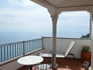 Nice Townhouse with Internet Access and A/C - Ravello vacation rentals
