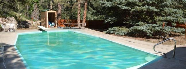 PRIVATE HEATED IN GROUND HEATED POOL OPENS MAY 1ST.  DON'T MISS IT.  GET YOUR CABIN NOW!! - PRIVATE Fishing Cabin, heated pool, hot tub, hikin - Estes Park - rentals