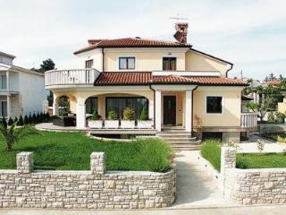 Perfect 3 bedroom Umag Villa with Central Heating - Umag vacation rentals