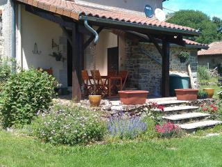 2 bedroom Gite with Internet Access in Les Salles Lavauguyon - Les Salles Lavauguyon vacation rentals
