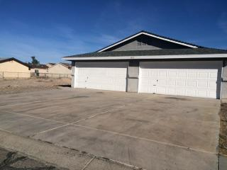 Bring your toys! 2 car garage and RV parking - Bullhead City vacation rentals