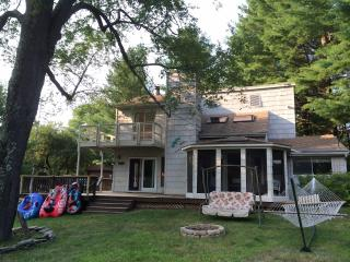 Large Waterfront Property Retreat, Watersports! - Monticello vacation rentals