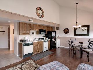 Great Escape Condo! Heated Pool, Mini Golf, Resort Activities, Gym, Marina... - Branson vacation rentals