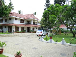 4 bedroom Villa with Internet Access in Eramalloor - Eramalloor vacation rentals