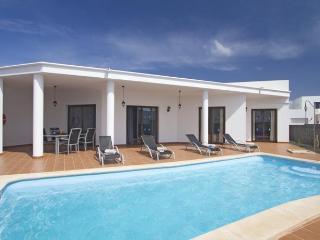 Playa Blanca 2 Bedrooms Villa heated pool (winter) - Playa Blanca vacation rentals