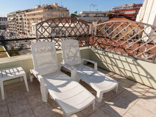 Apartment Antibes Center - Large Sunny Terrace - Antibes vacation rentals