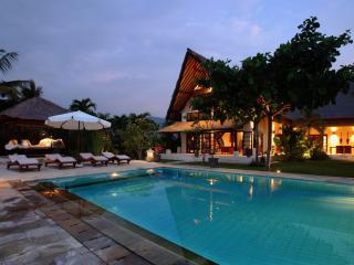 Villa Rumah Buka - Dencarik vacation rentals