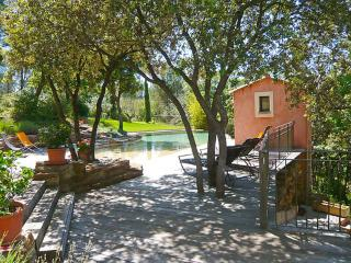 Villa Les Folies, Great 4 Bedroom Rental with a Terrace and Pool - Le Beausset vacation rentals