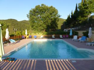 B&B con piscina in Messenano Spoleto (Green Room) - Spoleto vacation rentals