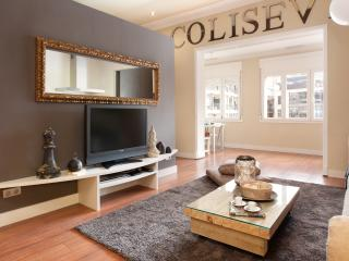 Enjoybcn Coliseum Apartments- Relax for 11 people - Barcelona vacation rentals