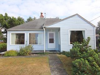Charming Coastal Cottage w/ Ocean View Close to Beach Access & Shopping - Lincoln City vacation rentals