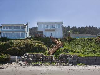 Luxurious Ocean Front Hm w/ High End Finishes and First Rate Amenities - Lincoln City vacation rentals