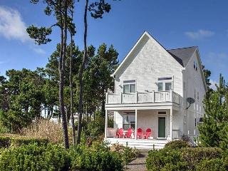Beautiful Bella Beach Home w/ Ocean Views, Great Amenities, Close to Beach - Lincoln City vacation rentals
