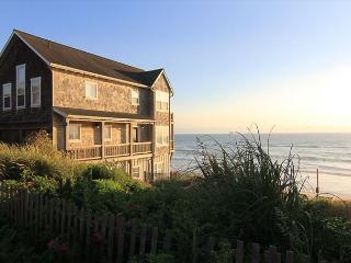 High End Ocean Front Vacation Home in Charming Bella Beach Neighborhood - Depoe Bay vacation rentals
