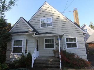 Beautiful Two Bedroom Home on Siletz Bay w/Private Access Trail to the Beach - Lincoln City vacation rentals