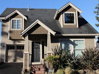 Gorgeous, Lake Front Home w/ Hot Tub & Easy Beach Access Nearby - Lincoln City vacation rentals